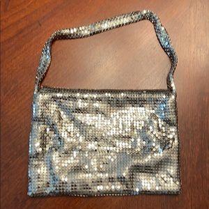 Chain like evening bag